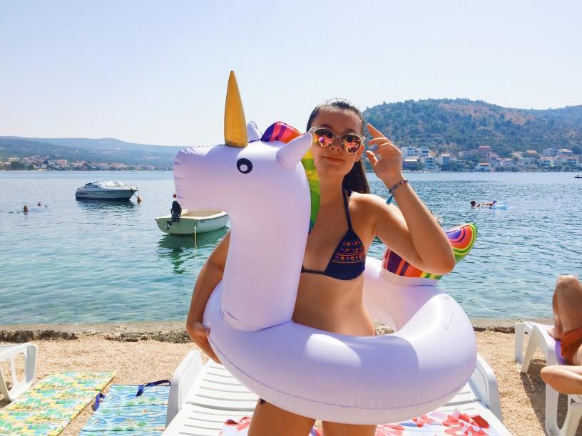 Einhorn Luftmatratze - Der Badespaß im Sommer