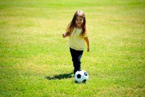 Mädchen spielen gerne Fußball