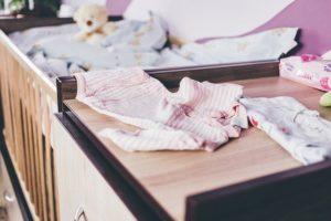 Babybett mit Wickelkomode