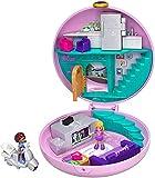 Polly Pocket GDK82 Pyjamaparty Schatulle Donut Wohnzimmer mit Polly und Shani, Mädchen Spielzeug ab 4 Jahren, mehrfarbig