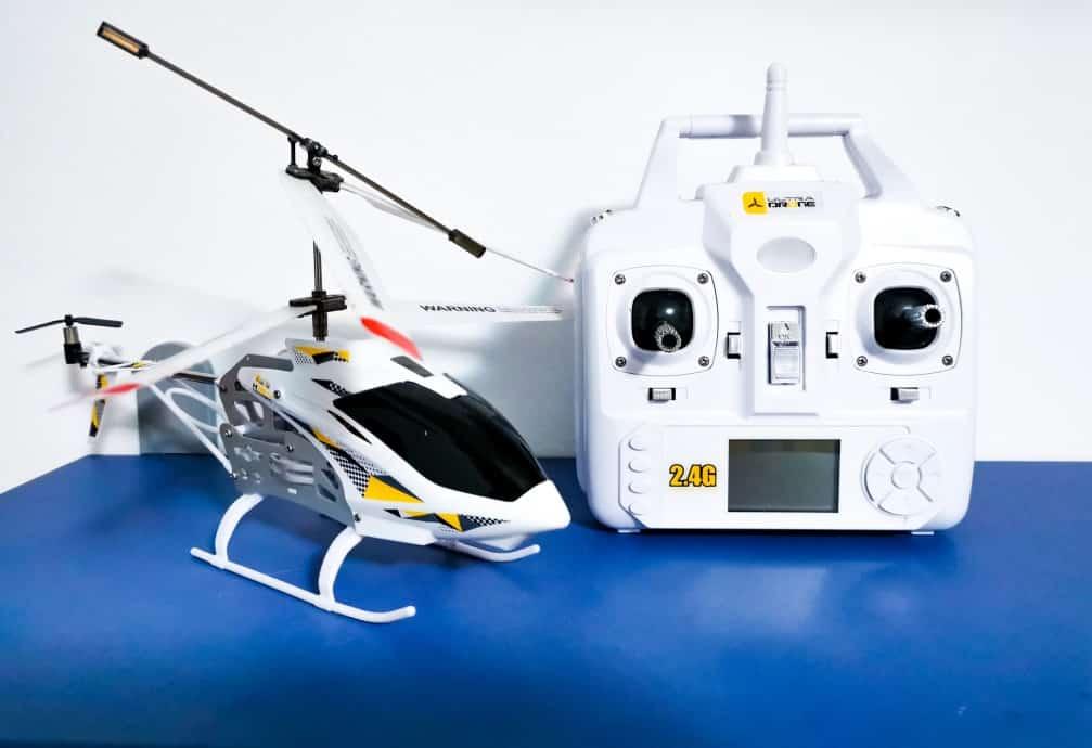 Spielzeug-Hubschrauber mit Fernbedienung