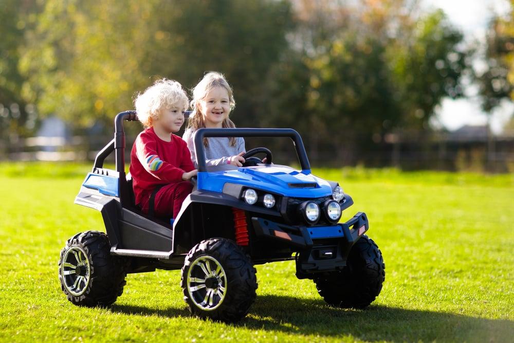 Elektroauto für zwei Kinder
