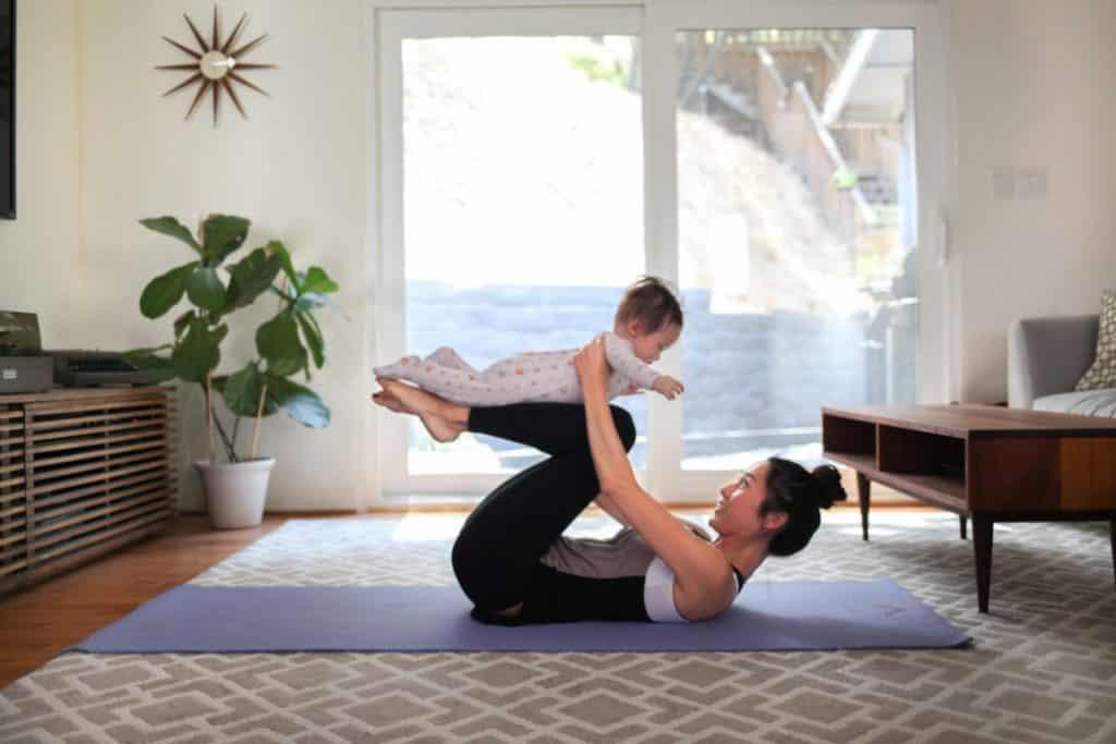 Mutter und Kind Yoga zur Entspannung