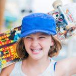 Für Kinder ein idealer Freizeitspaß: Das Skateboard ist mehr als nur ein Brett auf Rollen