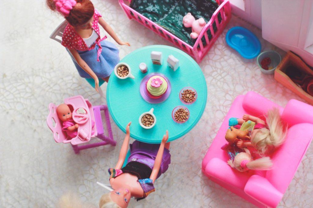 Barbie im Puppenhaus